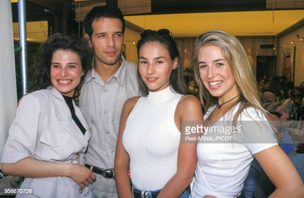 Christine Lemler Olivier Carreras Vanessa Demouy et Cachou au tournoi de tennis de Roland Garros le 1er juin 1994 Paris France