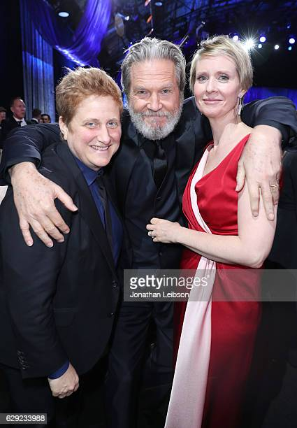Christine Marinoni actor Jeff Bridges and actress Cynthia Nixon at the 22nd Annual Critics' Choice Awards presented by Landmark Vineyards at Barker...