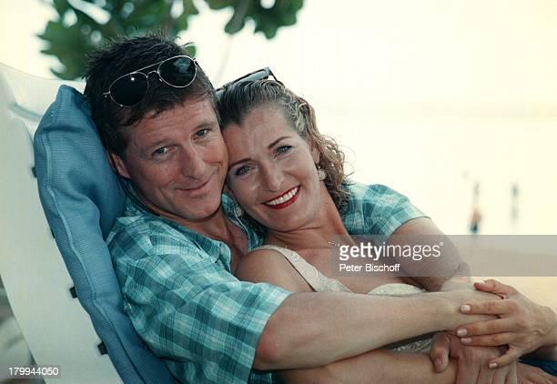 """Christine Mayn, Lebensgefährte Nick;Wilder, am Rande der Dreharbeiten zur ZDF-Reihe """"Traumschiff"""", Folge 35 """"Bali 2000"""", Indonesien, , Nusa Dua Beach..."""