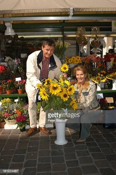Christine Mayn und Ehemann Nick Wilder, Blumenmarkt, Markt, Sonnenblumen, Sonnenblume, Blume, Blumen, Urlaub, Bozen, Südtirol, Italien, verliebt,...