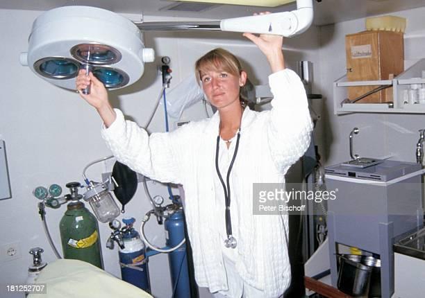 Christine MuellerMatthis ZDFSerie Traumschiff Folge 21 Ägypten Atlantik MS Berlin Kreuzfahrtschiff Kreuzfahrt Schiffshospital Hospital Stethoskop...