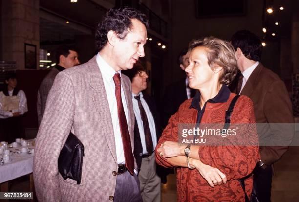 Christine Ockrent et JeanMarie Cavada lors d'un séminaire des télévisions Antenne 2 et France 3 à Dijon le 28 octobre 1989 France