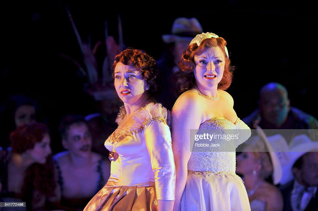 Christine Rice As Dorabella And Kate Valentine As Fiordiligi In English  National Operau0027s Production Of Wolfgang