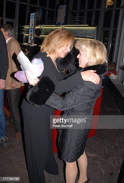 Christine Schild Heide Keller Feier zum 60 Geburtstag von C H R I S T I N E S C H I L D nach dem Theaterstück Der Mustergatte Komödie am Winterhuder...