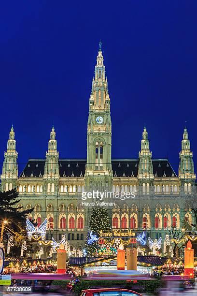 christkindlmarkt à l'hôtel de ville de vienne - vienne autriche photos et images de collection