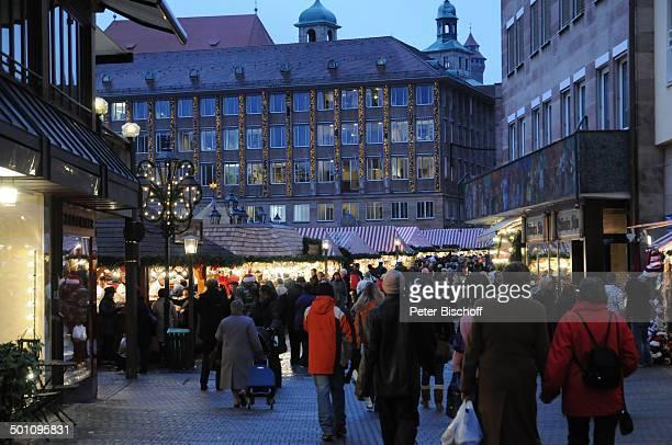Christkindlmarkt Nürnberg Bayern Deutschland Europa Weihnachtsmarkt Weihnachten Advent Weihnachtszeit Adventszeit Abends Beleuchtung Reise BB FTP PNr...