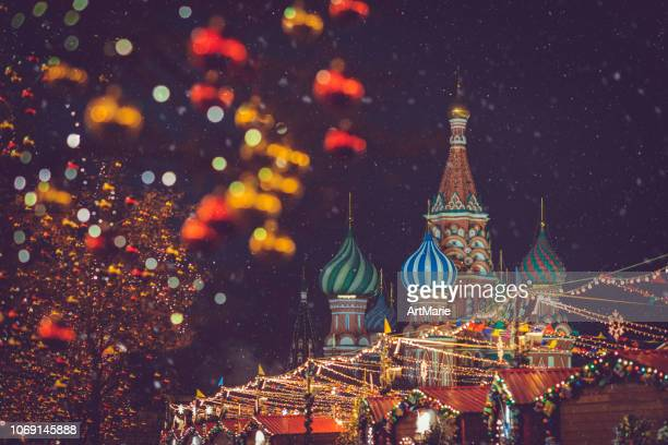 christmas and new year celebration market at the red square in moscow, russia - moscow russia stock pictures, royalty-free photos & images