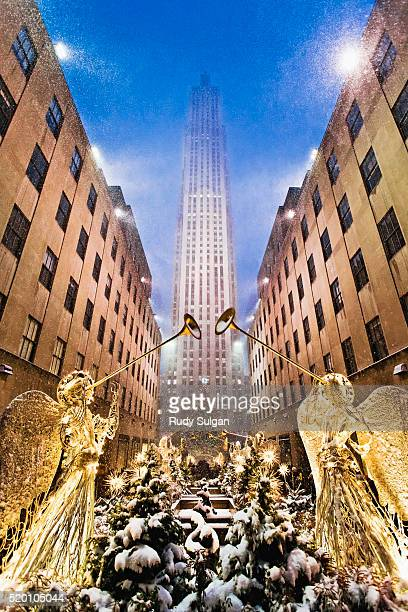 christmas angels at rockefeller center, new york city - rockefeller centre stock pictures, royalty-free photos & images
