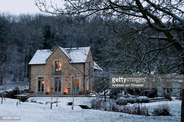 christmas at keepers cottage - cottage stock pictures, royalty-free photos & images
