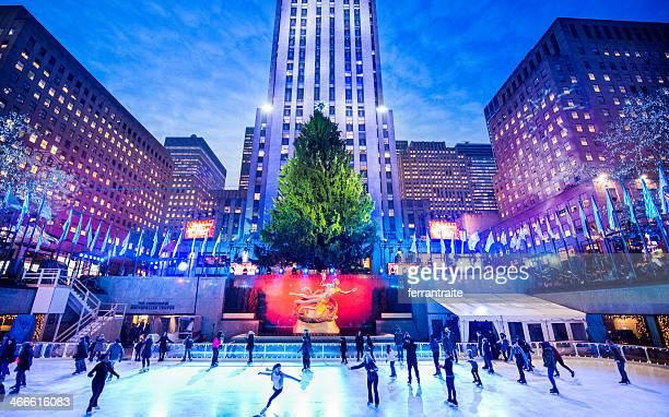 christmas at rockefeller center-new york - new york weihnachten stock-fotos und bilder