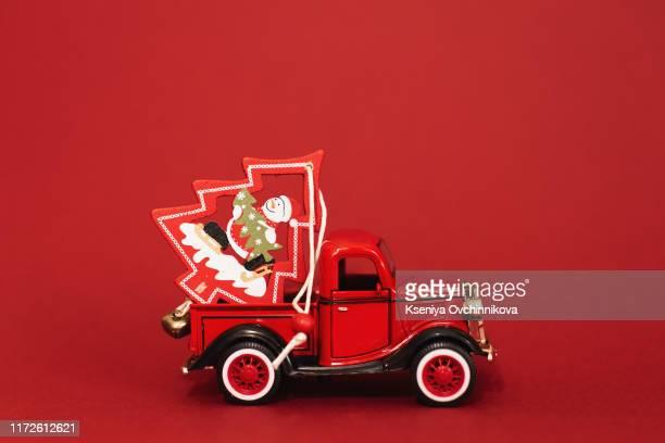 christmas background - pere noel voiture photos et images de collection