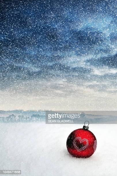 christmas bauble in snow - country christmas stock pictures, royalty-free photos & images