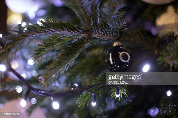 Christmas bauble with a number 10 decoration hangs on the tree in Downing Street in London on December 8, 2016. / AFP / DANIEL LEAL-OLIVAS