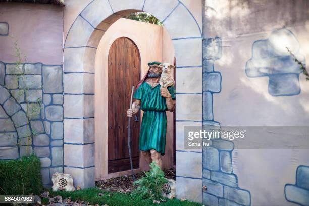 belen de navidad en vitoria-gasteiz, españa - estrella de los reyes magos fotografías e imágenes de stock