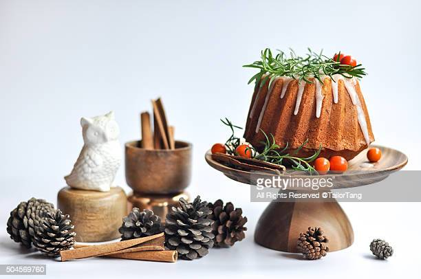 christmas bundt cake - christmas cake stock photos and pictures