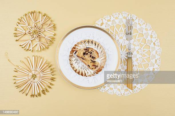 christmas cake in plate with straw star decoration on cream background - marzipan stock pictures, royalty-free photos & images