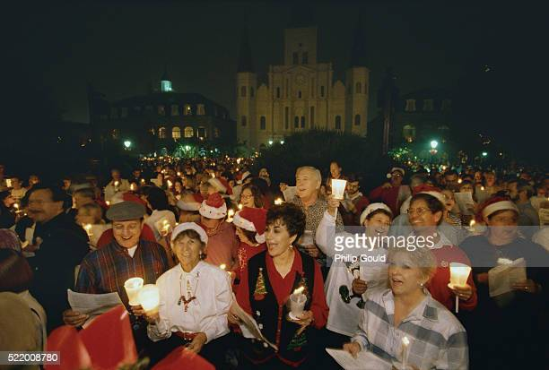 christmas carolers in jackson square - new orleans christmas stock pictures, royalty-free photos & images