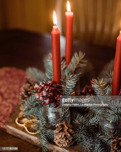 christmas center table decoration - christmas decore candle stock pictures, royalty-free photos & images