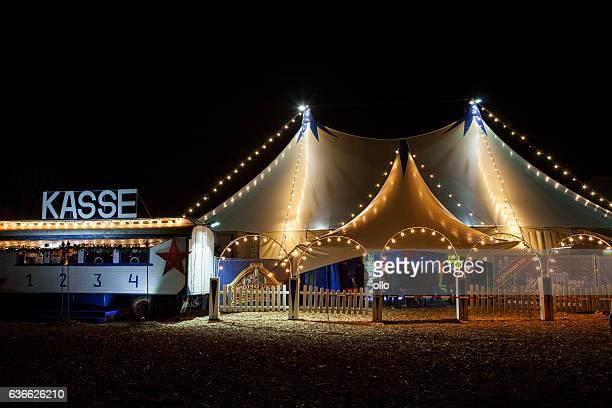 christmas circus wiesbaden, germany - tendone di circo foto e immagini stock