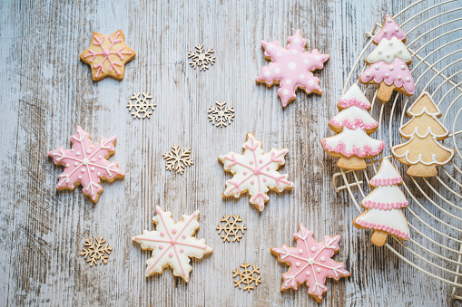 Christmas cookies on a cooling rack - gettyimageskorea