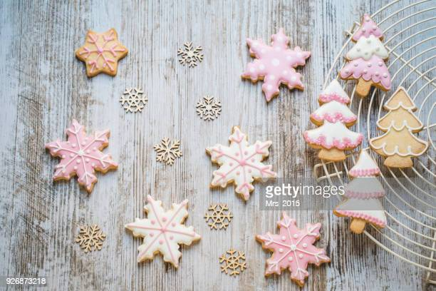 christmas cookies on a cooling rack - christmas cookies stock pictures, royalty-free photos & images