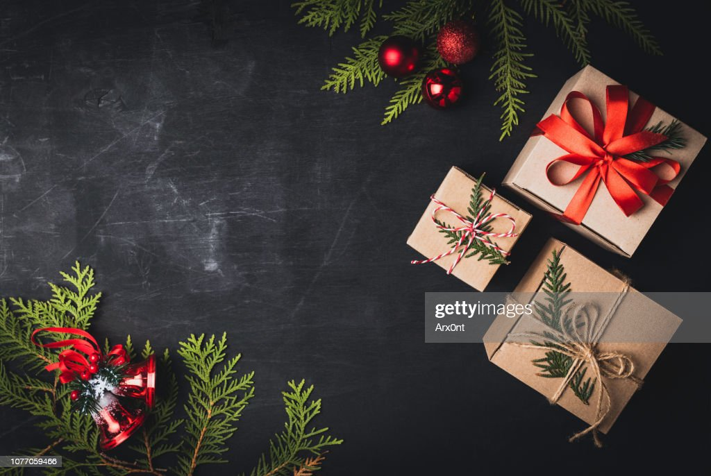 Christmas craft gift boxes on black background : Foto de stock