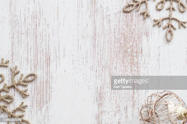 christmas décor on white weathered background with copy space -  キリスト教 伝来の地  ストックフォトと画像