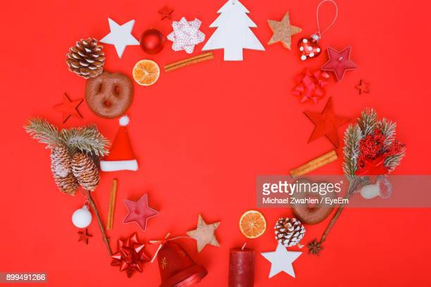 christmas decoration hanging on tree - estrelas de natal imagens e fotografias de stock