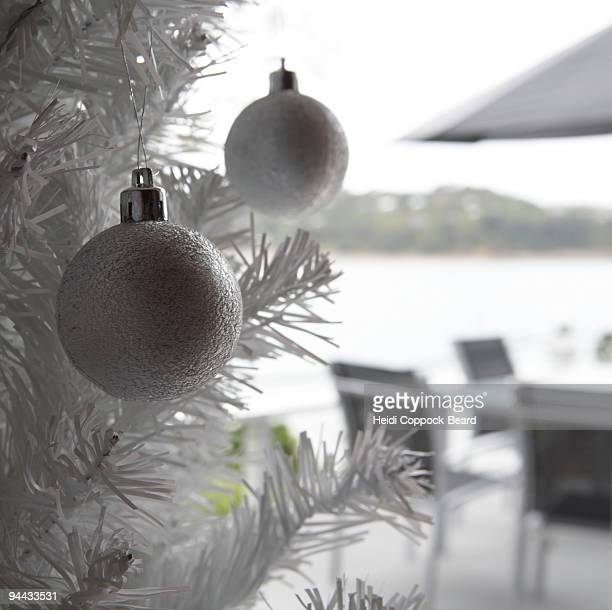 christmas decoration hanging on tree - heidi coppock beard - fotografias e filmes do acervo