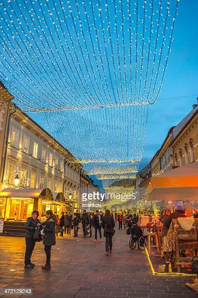 クリスマスのデコレーションにクラーゲンフルト、オーストリア - クラーゲンフルト ストックフォトと画像