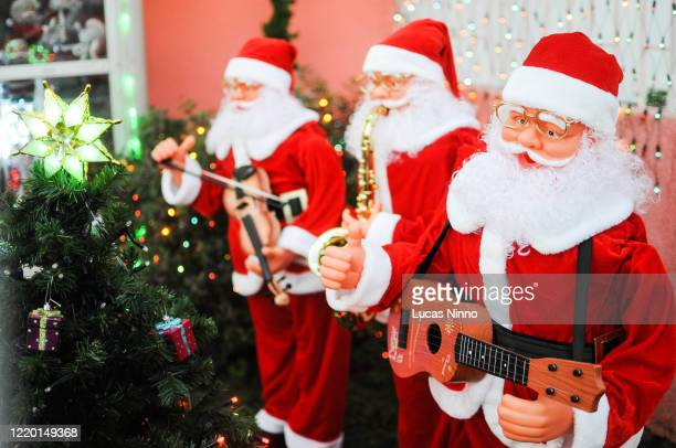 christmas decoration - santa claus music band - christmas music stock pictures, royalty-free photos & images