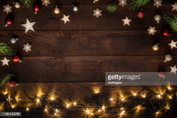 christmas decoration with copy space on a rustic wooden table - feriado imagens e fotografias de stock