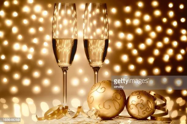 Décoration de Noël avec des verres de champagne