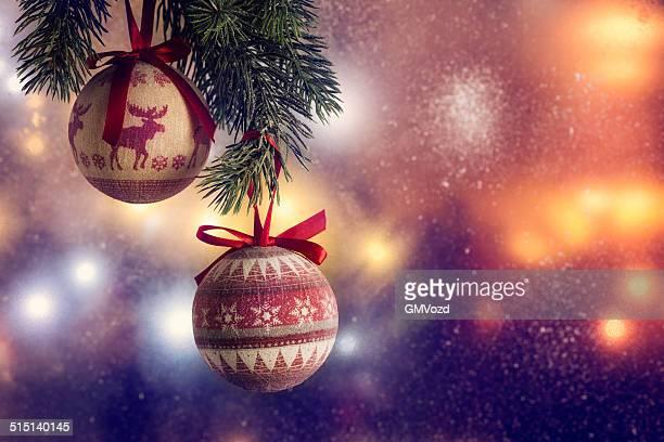 Ornamentos y decoración de Navidad con luces de Navidad