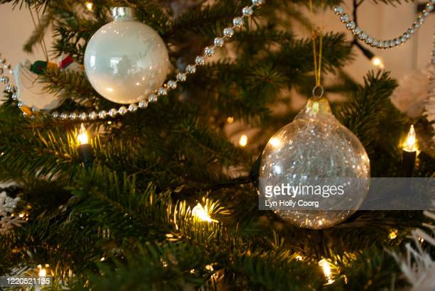 christmas decorations and garland on christmas tree - lyn holly coorg stock pictures, royalty-free photos & images