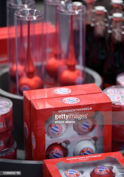 Shop Weihnachtskugeln.Bayern Muenchen Opens New Fan Shop Pictures And Photos Getty Images