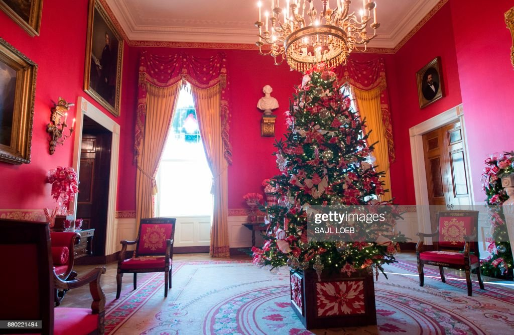 Christmas decorations are seen in the Red Room during a preview of holiday decorations at the White House in Washington, DC, November 27, 2017. /