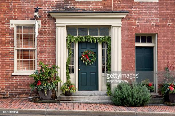 christmas decorations front porch home - christmas garland stock pictures, royalty-free photos & images