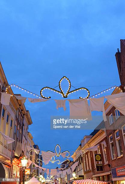 """christmas decorations in a shopping street in the evening - """"sjoerd van der wal"""" ストックフォトと画像"""