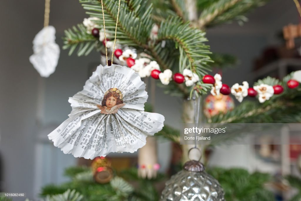 Christmas decorations on a Christmas tree : Foto de stock