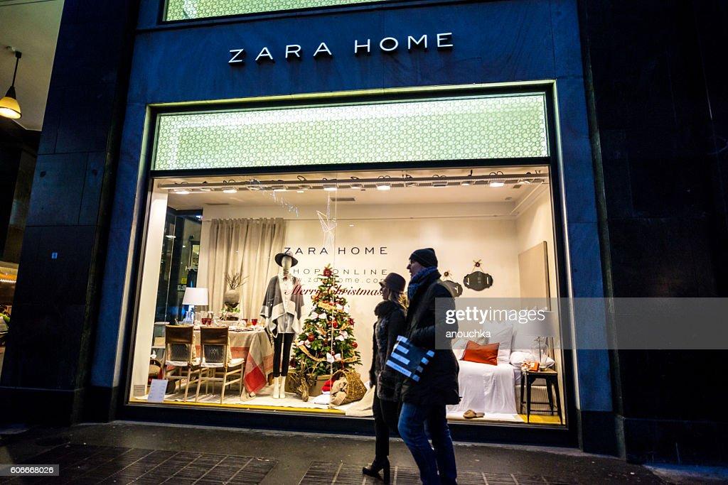 Christmas decorations on Zara Home window display, Milan : Stock Photo