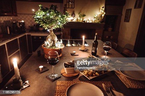 3 343 photos et images de une table pour deux getty images