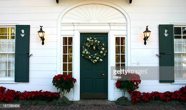 christmas door - colonial home - colonial style stock pictures, royalty-free photos & images