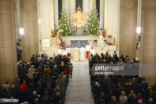 A Christmas Eve service is full in a catholic church in GelsenkirchenGermany 24 December 2013 Photo Carolice Seidel/dpa | usage worldwide