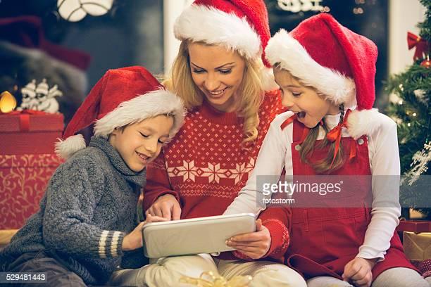 Weihnachten Familie mit tablet PC