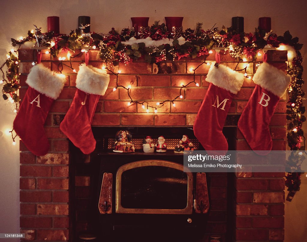 Christmas fireplace with stockings stock foto getty images for Stocking clips for fireplace