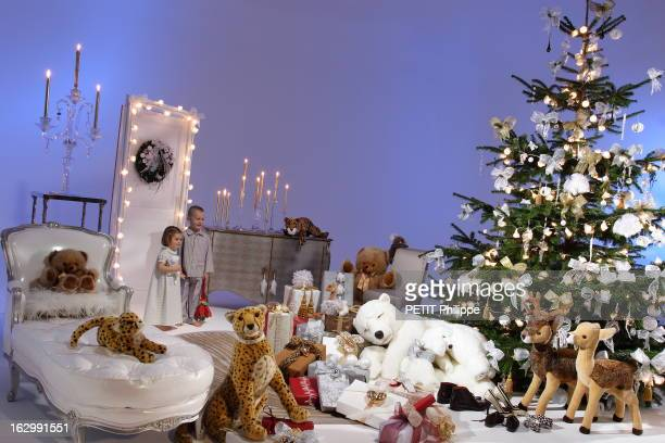 Christmas Gifts 2004 Pauline en chemise de nuit Poème doudou ourson blanc Ovale Alexis en pyjama Poème doudou collector de Doudou et Cie candélabre...