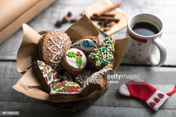 christmas gingerbread and coffee - christmas cookies stock pictures, royalty-free photos & images