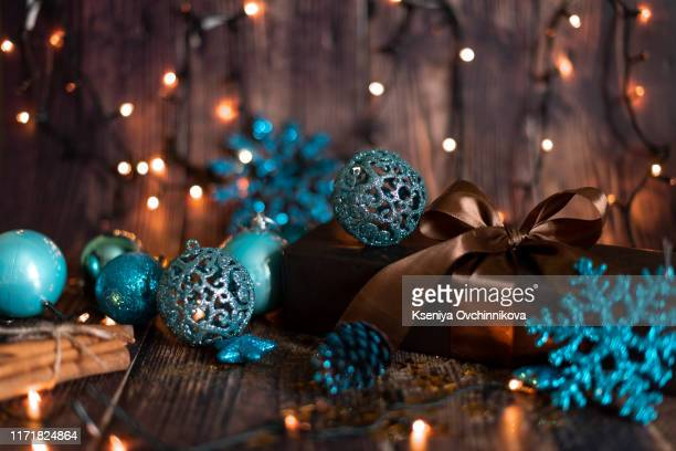christmas holiday background, christmas table background with decorated christmas tree and garlands. beautiful empty christmas room. new year frame for your text - christmas scenes stock photos and pictures