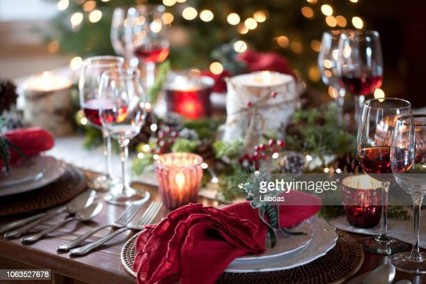 christmas holiday dineren - glas serviesgoed stockfoto's en -beelden